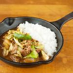 野菜を食べるカレー camp - キャベツと牛肉の回鍋肉カレー