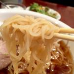 53798874 - 麺は細めの縮れ麺
