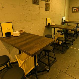 テーブル席(2〜4名様)こじんまりとご利用することが可能です!デートに最適!!!