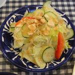PILIPILI - ナッツの乗ったサラダ
