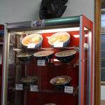旭川ラーメン熊ッ子 - サンプルケースと熊