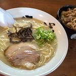 六分儀ラーメン - 料理写真:「カルビ丼セット」(520円)。美味い、安い、早い!(笑)