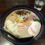 麺や 龍世 - 料理写真:白湯ラーメン 魚油