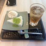 53805856 - お茶と韓国餅とソフトクリーム