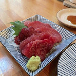 ニュー呑呑 - マグロ刺2点盛り(400円)
