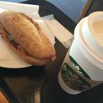 スターバックスコーヒー - フィローネマスタードチキン グランデラテ