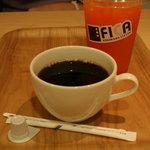 カフェ FICA - ネルドリップコーヒーと 野菜と果汁のミックス