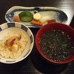 菅井 - 釜飯と味噌汁 漬物