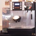 クッチーナ プラス オーブン ピアノ - コーヒーのマシン