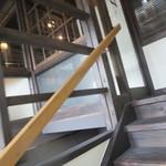 但馬牛いろりダイニング三國 - 階段を上がり2階へ