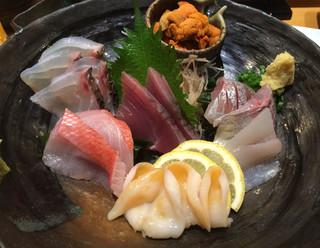 すし屋魚真 下北沢店 - 刺身盛り 2人前 2500円でした。