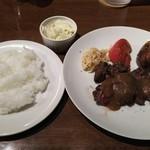 53830433 - 牛ハラミのステーキ(アメ色玉ネギの濃厚ソース)