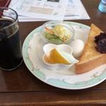 こびき - 料理写真:レギュラーモーニングAセットとアイスコーヒー。