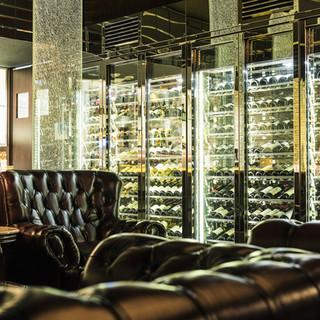 各国より200種以上のワインとこだわりの地酒&焼酎