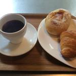 ウニール - クロワッサンとリヨネーズとコーヒー 合計900円