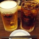 筑前屋 - ビールとウーロン茶:どちらもメガジョッキ