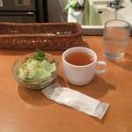 Sutekinokuishimbo - ランチにつくスープ、サラダ、おしぼり