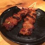炭焼地鶏 まくら - 黒皮