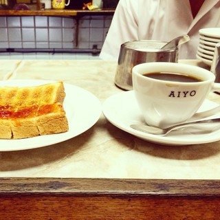愛養 - トーストのジャム乗せとホットコーヒー