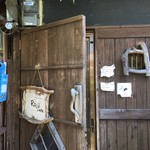 ロジカフェ - 帰りは開いていた玄関