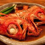 東風 - 朝室戸で獲れた鮮魚をあら炊きにしお出しさせて頂きます。コラーゲンたっぷりなので女性の方などに大変大人気です。