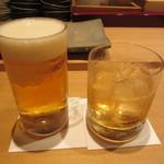 すし家 - 生ビール 600円 & 雑賀梅酒ロック 800円