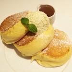53843087 - 幸せのパンケーキ