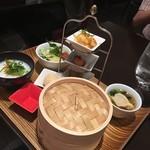 荘園中華と飲茶 リー ツァン ティン  - 李さんの飲茶と中華粥のセット 1500円