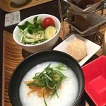 荘園中華と飲茶 リー ツァン ティン  - 中華粥・荘園サラダ・ゴマ団子