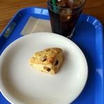 駅舎cafe くるみの森 - 料理写真:くるみとレーズンのスコーン&アイスコーヒー