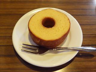 コーヒーロッジ ダンテ - セラ・ルージュ・こだわり卵のバウムクーヘン