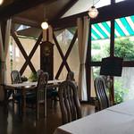 カフェ ド パルファン - 居心地の良い 店内
