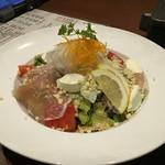 大衆酒場 - 料理写真:カマンベールチーズと生ハムのサラダ的な(名前忘れた)