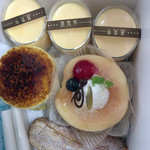 蒸気家 - 超・桃っぷり、蒸気バーガー、プリン、パイ包み式シュークリーム