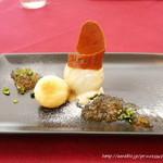 レグリーズ 鎌倉 - ピスタチオのアイスクリーム、白ワインと梅のゼリー、梅のマドレーヌ