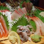 上野市場 - 刺身盛り合わせ
