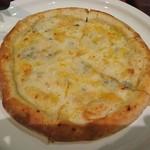 Amore - ゴルゴンゾーラとミックスチーズのピッツァ