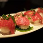 神戸牛・個室焼肉 大長今 - ■特上ロースト肉にぎり 1058円