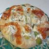 麦のキッチン - 料理写真:マキマキパン170円、ぶどうの樹の農園ゆうまで採れたアスパラをトッピングしたパンです。