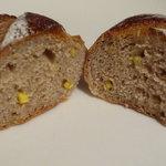 ラシーヌ - くりパンの中にはちっちゃい栗の粒が入っています☆