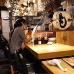 新宿駆け込み餃子 - カウンター席