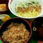 日本交通 - ジャージャー麺とかやくごはん