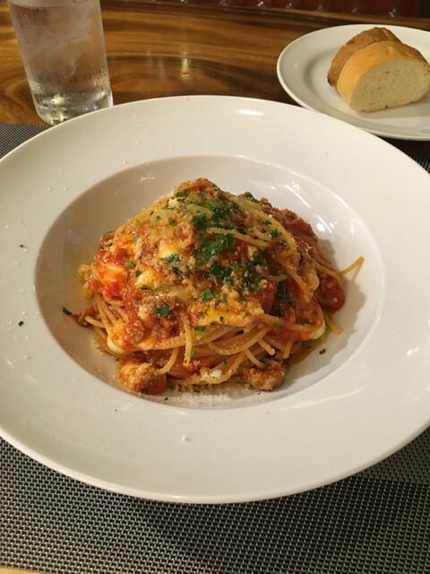 リストランテ ラ チャウ - サルシッチャとモッツァレラチーズ、フレッシュバジルのトマトソーススパゲッティ