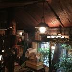 さぼうる - 雨の神保町。この街でぶらぶらして25年です。