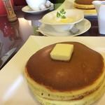 Berry's café.em - ¥580のホットケーキと¥150の生クリーム