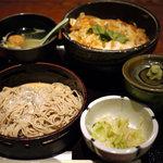 土風炉 - 【奥久慈卵の親子丼】¥850と【半せいろ】¥300