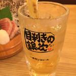 53886189 - 稲妻ハイボール(電気ブランの炭酸割り)¥398(税別)と、炙り漬け鮪刺し¥498(税別)