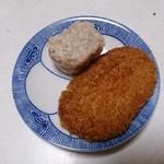 伊藤精肉店 - 焼売とコロッケ メンチは既に胃の中ですw