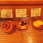 5389945 - 菓子パン シナモンほか