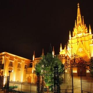 幻想的な青山のシンボルセントグレース大聖堂の一軒家